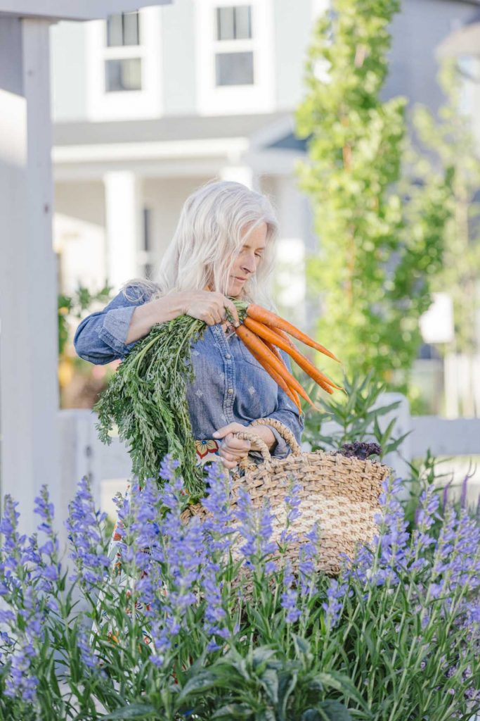 Stephanie Devine gathers carrots for the Daybreak Farmers Market | South Jordan, Utah